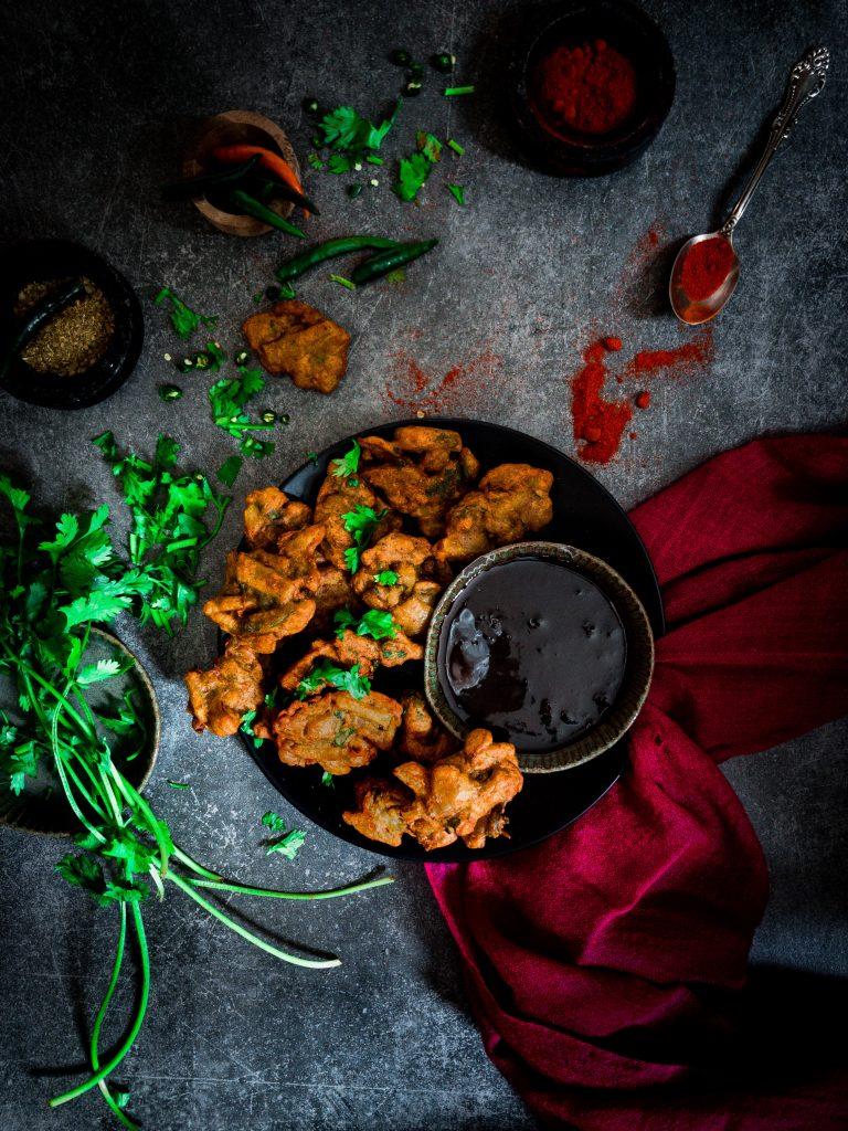 Recipe for making aloo pyaaz pakodas
