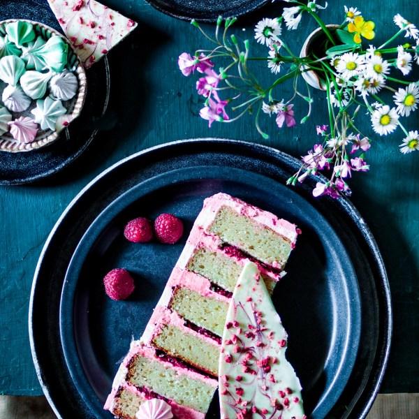 Cake with freeze dried raspberries and white chocolate